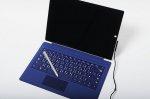 Niebieski laptop