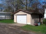 Garaż w ogrodzie